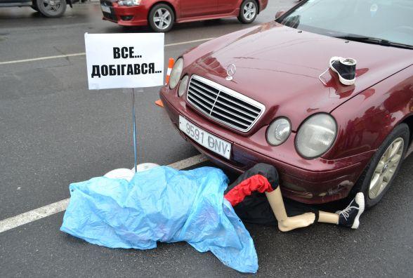 «Збитий пішохід» у центрі Хмельницького. Що відбувалося біля «Либідь Плази»