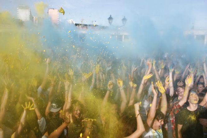 Як хмельничани у синє та жовте фарбувалися (ФОТОРЕПОРТАЖ)