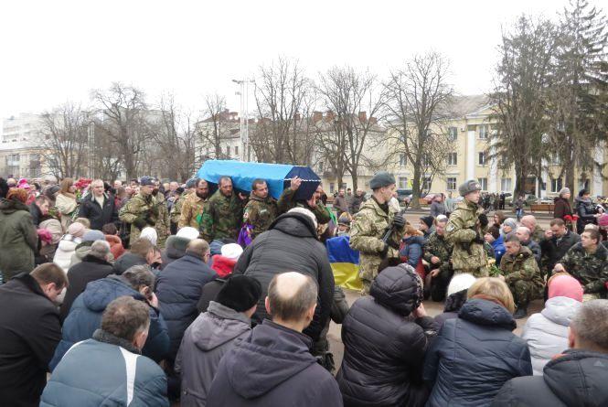 У Хмельницькому прощалися з загиблим добровольцем Анатолієм Сулімою