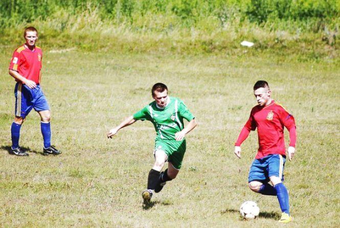 Чемпіонат Хмельниччини з футболу: центральний матч туру мало не зірвали вболівальники