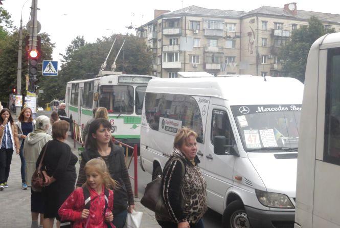 """""""Тарифні каруселі"""" продовжуються: у Хмельницькому знову здешевшає проїзд"""