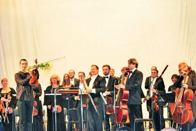 На сцену після відпустки: у хмельницькій філармонії відсвяткували день музики