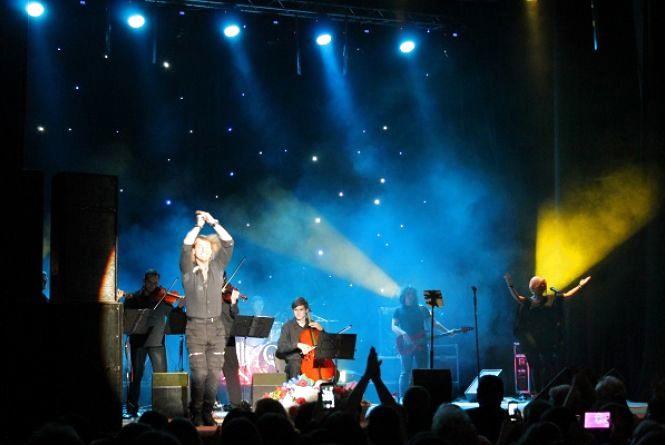 Фанати творчості Олега Винника приїхали за ним на концерт у Хмельницький