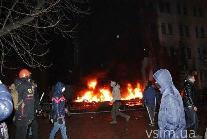 За стрілянину під стінами СБУ у Хмельницькому досі ніхто не відповів