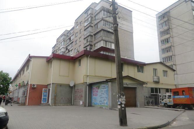 Два роки за стіною. Хмельничани добиваються знесення будівлі на Зарічанській