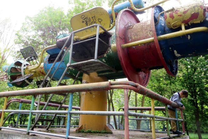 "В парку Чекмана ""розсипаються"" скульптури Миколи Мазура"