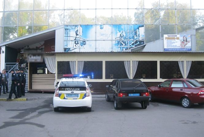 """У Хмельницькому відвідувач підрізав охоронця нічного клубу """"Tarantino"""""""
