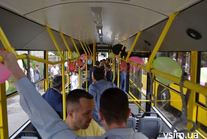 """У Хмельницькому запустили нові тролейбуси. """"Рогаті"""" вже катаються по місту"""