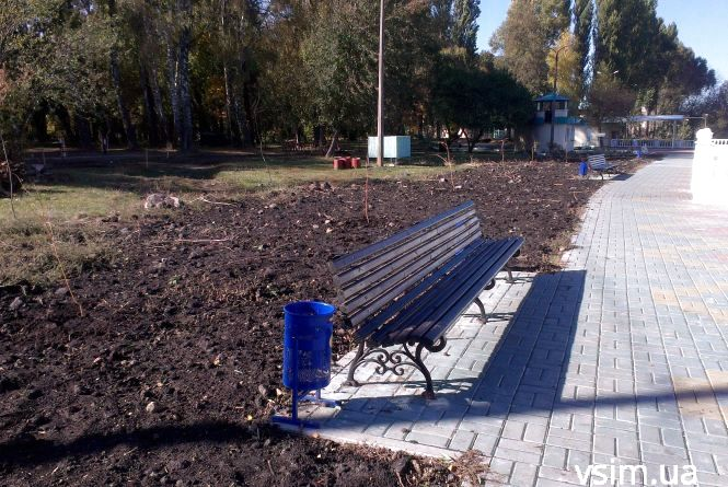 В парку Чекмана почали капремонт. Буде не тільки велодоріжка, а й спортивний майданчик