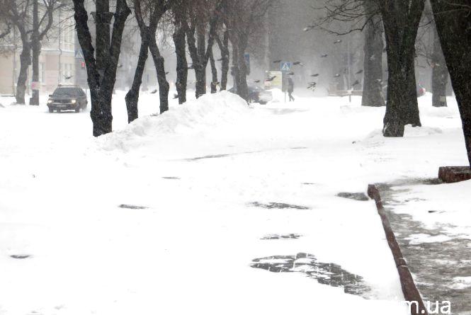 Як на дорогах Хмельниччини борються з негодою