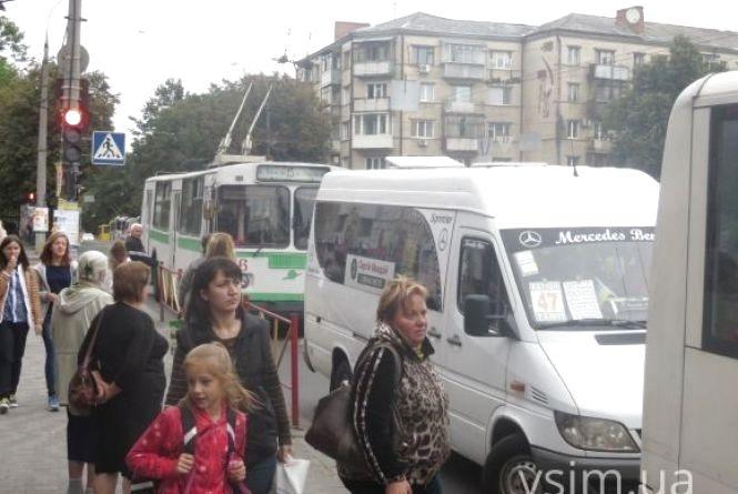 Перевізники хочуть підняти вартість проїзду у хмельницьких маршрутках і автобусах до 5 гривень