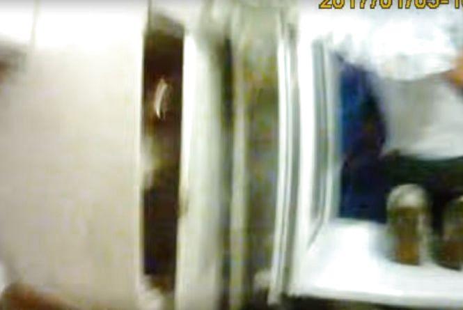На Зарічанській на очах у копів мало не вистрибнув з вікна 53-річний чоловік (ВІДЕО)