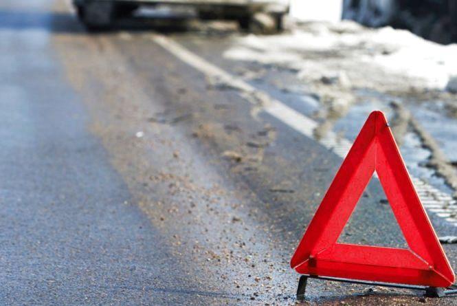 У  Чемеровецькому районі іномарка збила 20-річну дівчину