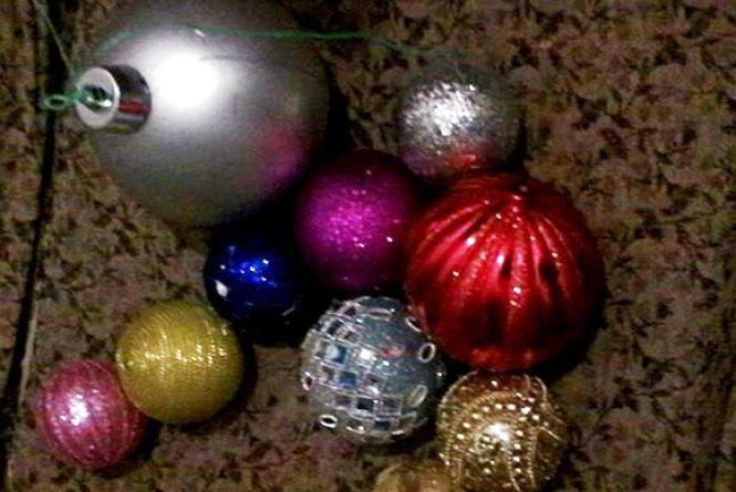 У Славуті відеокамери допомогли знайти крадія новорічних іграшок