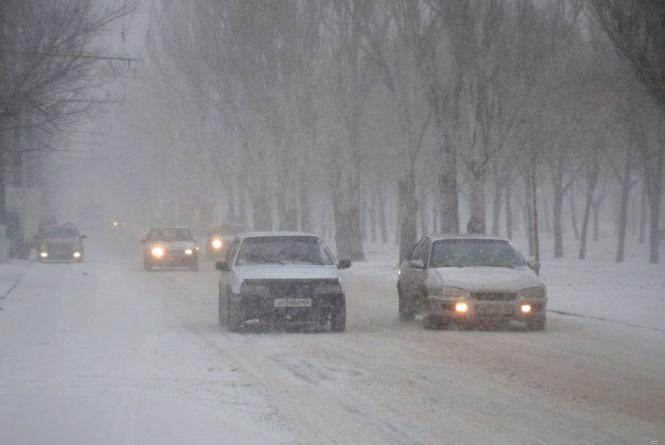 На Хмельниччині визволяли автомобіль з снігової пастки
