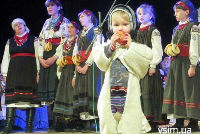 «Водили козу» і засівали: як у Хмельницькому проходив етнофестиваль (ФОТО)