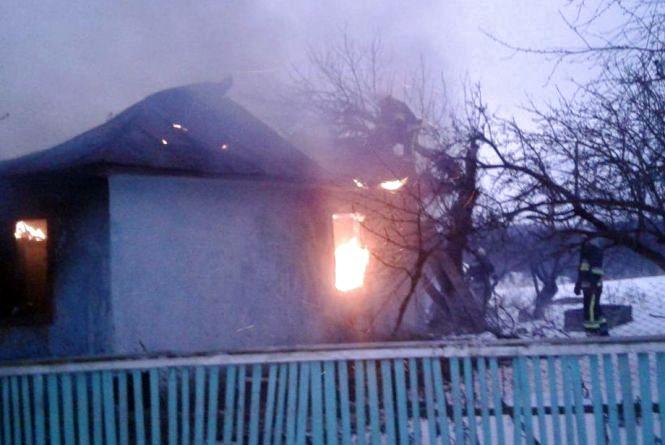 Мати хлопчика, який згорів у будинку на Хмельниччині, залишила його на двох старших дітей