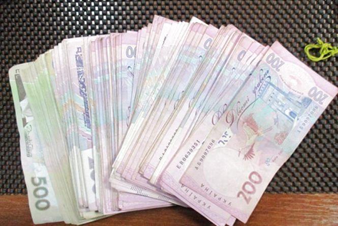 У Летичеві 30-річний чоловік подружився з пенсіонером і вкрав у нього 45 тисяч гривень і 3000 доларів