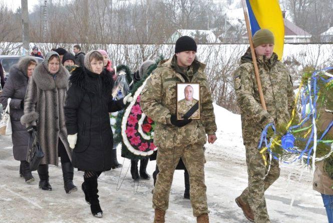В Білогір'ї провели в останню путь Романа Ніколайчука, який помер в зоні АТО