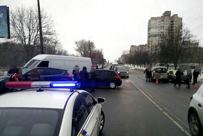 На Прибузькій зіткнулось п'ять автомобілів (ВІДЕО)