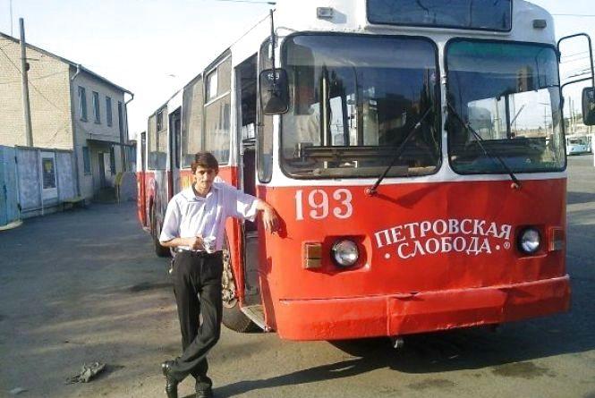 """Водій тролейбусу, який їхав по Свободи без """"рогів"""", знову возить хмельничан"""