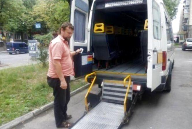 """У Хмельницькому шукають водія """"соціального таксі"""" з власним авто"""