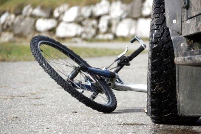 """В Ізяславі """"Mercedes"""" збив велосипедиста"""