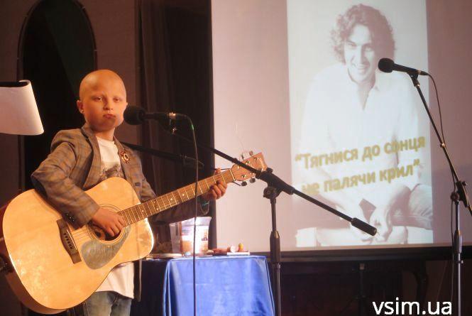 Два роки без Скрябіна: благодійний концерт пам'яті музиканта у Хмельницькому зібрав повний зал