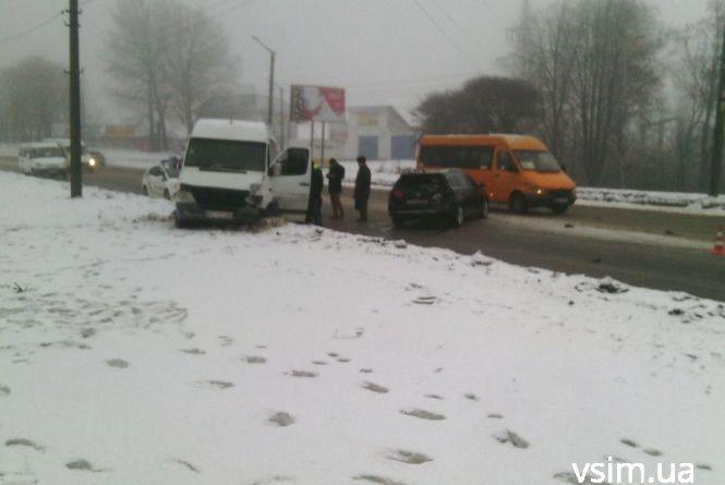 На Кам'янецькій в аварію потрапили автобус і маршрутка
