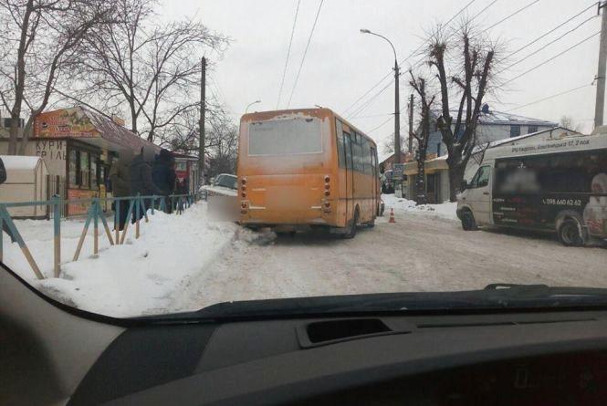 Біля залізничного вокзалу маршрутка в'їхала в «ГАЗ»