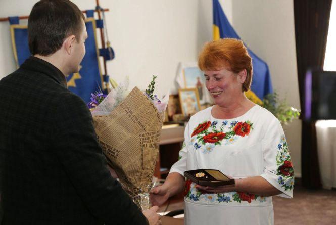 Хмельничанка отримала звання «Мати-героїня»