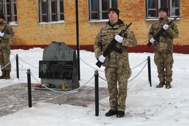 У Старокостянтинові відкрили пам'ятник загиблому в АТО Володимиру Яневичу