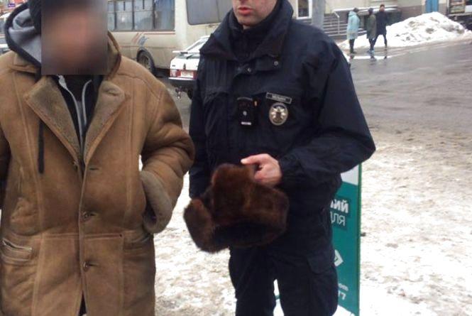 Із магазину на Староміській вкрали товару на 700 гривень та норкову шапку