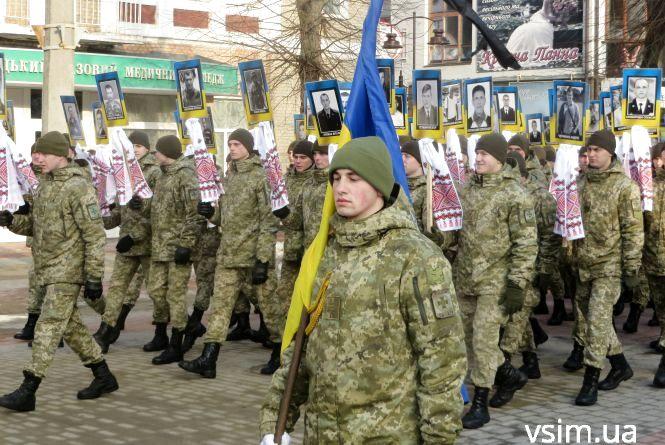 День пам'яті Небесної Сотні у Хмельницькому: пройшлись колоною і освятили місце для пам'ятника