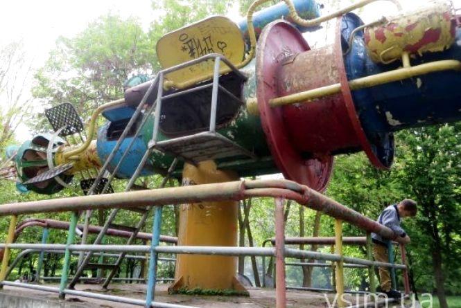 Нова петиція до міської влади. Просять відреставрувати металеві скульптури Мазура у парку Чекмана