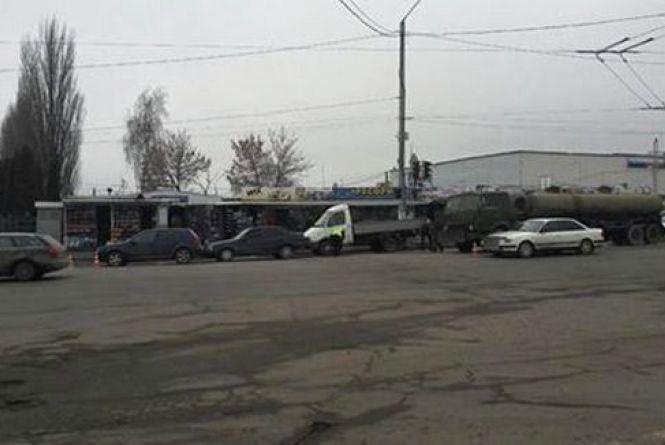 Біля першого автовокзалу зіткнулись 4 автомобілі