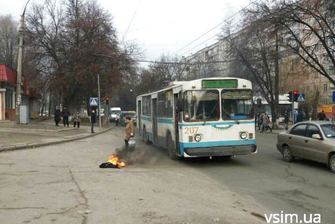 На водієві хмельницького тролейбуса загорілася куртка