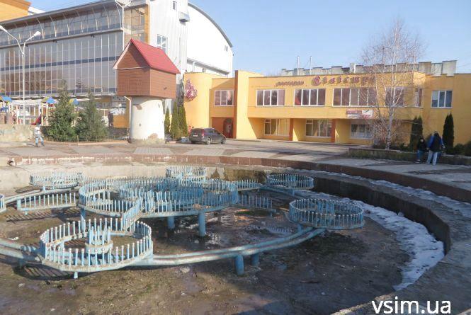 """Нова площа з новим фонтаном: що облаштують на майданчику біля """"Сілістри"""""""