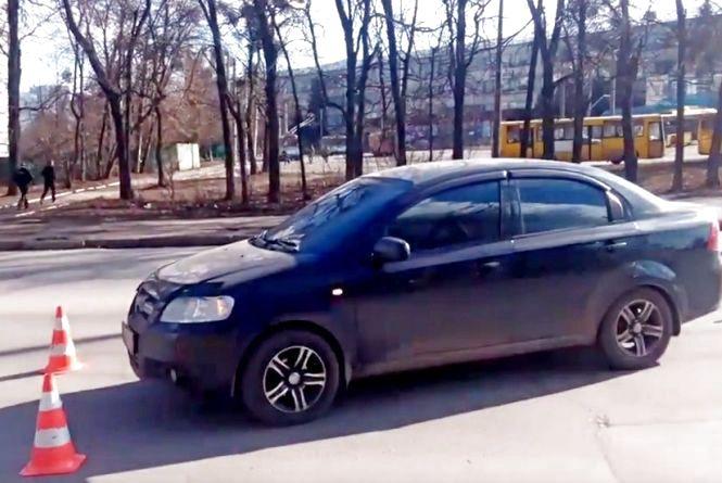 На Львівському шосе іномарка на «зебрі» збила дівчину