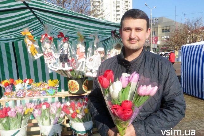 Тюльпани і вазони по 40 гривень: які квіти вибирають хмельничани до свята