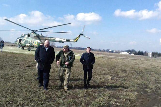 Робота в небі: Олександр Корнійчук інспектував ліси з гелікоптера (ФОТО)