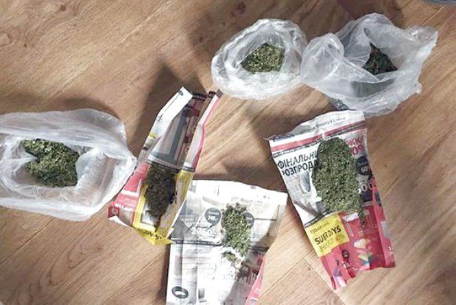 Хмельничанин тримав вдома півкілограма марихуани