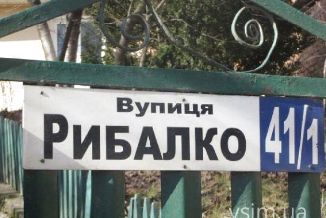 Таблички з назвами нових вулиць Хмельницького «затримались» на рік