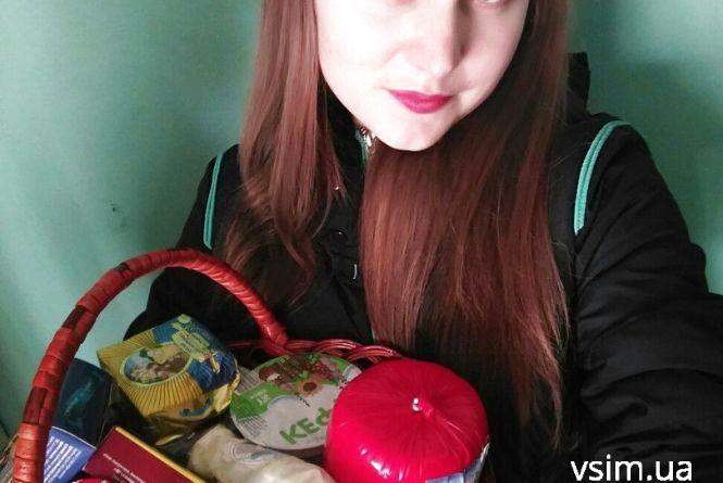 "Переможниця фотоконкурсу ""Весняна Я"" отримала подарунок"