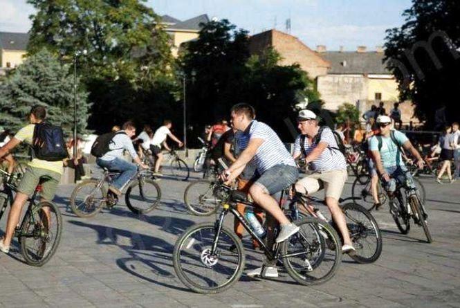 У перший день квітня 70 велосипедистів проїдуть парком Чекмана