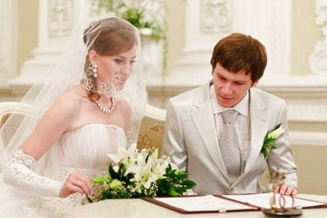 """""""Шлюб за добу"""": хмельничан розписуватимуть в мерії та в мистецькій школі"""