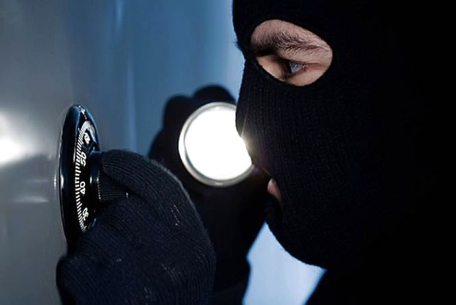 У шепетівського підприємця викрали з сейфу 100 тисяч гривень