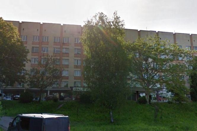 До п'яного лаборанта Хмельницької дитячої лікарні викликали поліцію