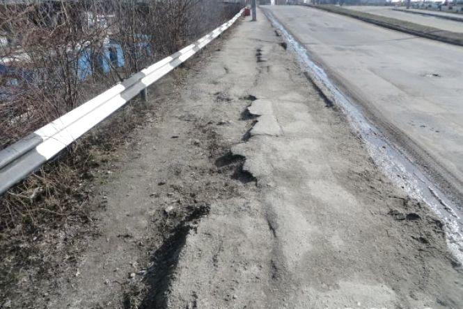 На Кам'янецькій затори – ремонтують дорогу