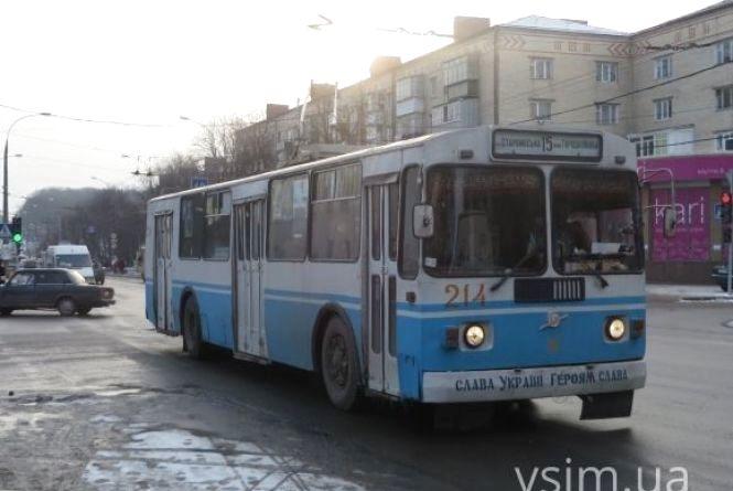 Через ремонт скасують нічні тролейбуси в напрямку Озерної